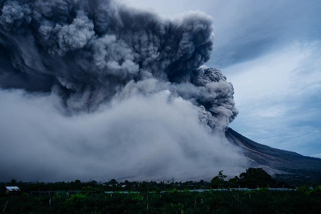 バリ島アグン山が再び噴火!空港閉鎖で立入禁止!