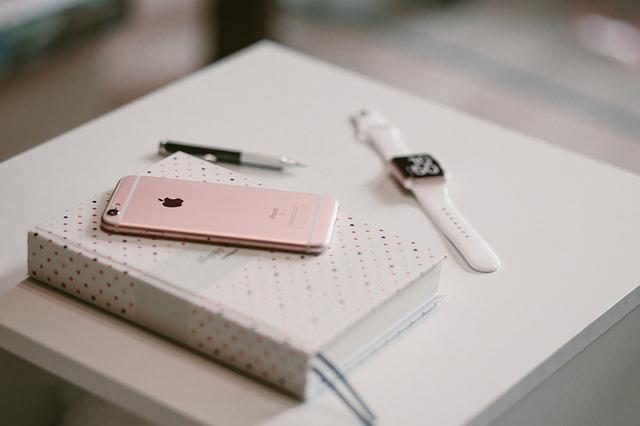 Apple社iPhone