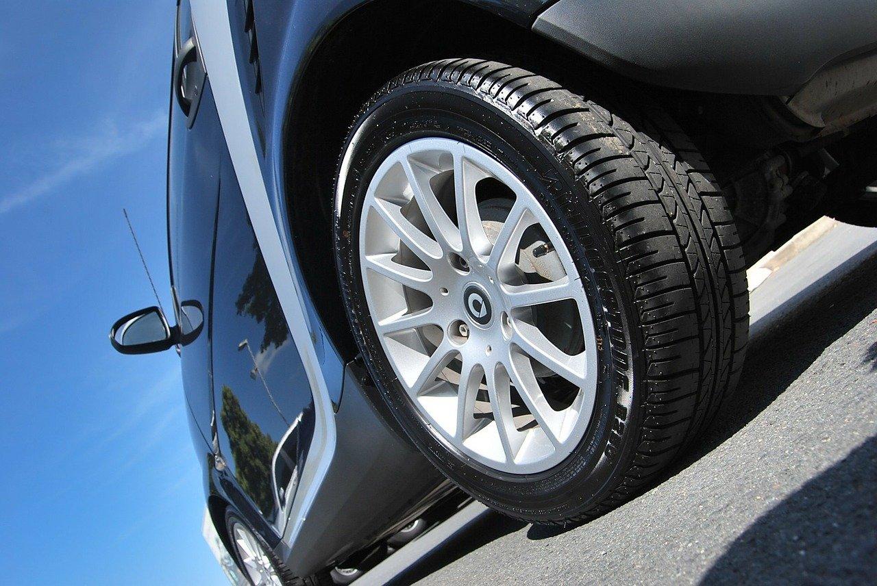 10年以上乗った自動車にスタッドレスタイヤホイールセット購入・交換!